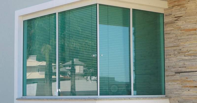 janela de vidro blindex